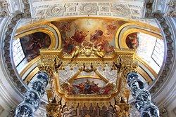 Église du Dôme , voute au dessus de l'autel  Church of the Dome, the voute above the altar