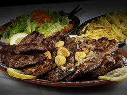 Misto de Carnes Grelhadas com Batata Frita e Salada