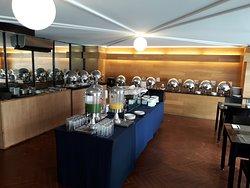 Hotel El Ejecutivo Buffet desayuno