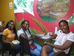 La amistad se vive y se disfruta en Doña Ana Típico Chocoana.