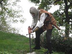 templare con la spada nella roccia