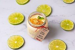Nuestro postre de Pie de limón, hecho con amor y listo para finalizar una tarde llena de gastronomía fusión