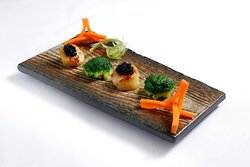 Stir-Fried Scallop from Australia with Broccoli and Caviar