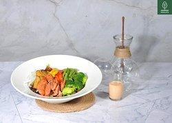 Pork Salad - 109.000đ - 450 kcal   (Strong base salad, bell pepper, green beans, brocoli, onion, potatoes, sweet corn, pork spicy – Insalata dressing) (Salad hỗn hợp vị mạnh, hành, ớt chuông, đậu que, bông cải xanh, khoai tây, bắp, heo sốt cay – sốt Insalata )