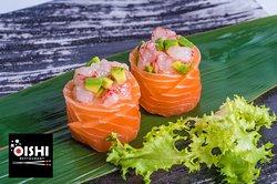 Un sushi speciale: il #GunkanMaki 🍲🍣🍱 . ⭕️ Dopo aver parlato dei diversi tipi di sushi, oggi ci soffermiamo sul Gunkan Maki . L'avete mai provato ❓ . Leggi le curiosità di questo piatto molto scenografico sul nostro sito web! ▶️ https://www.oishifollonica.it/un-sushi-speciale-il-gunkan-maki/ . Ti aspettiamo per gustare le specialità della #cucinagiapponese presso il #RistoranteOishi a Follonica (GR)! 😄😋😉 . Per informazioni e prenotazioni Luisa: 380 3880866 www.oishifollonica.it