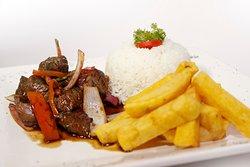 Lomo Saltado <<Los mejores platos criollos y marinos solo en La Revancha Restaurante>>