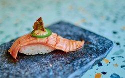 Noh Special Nigiri di salmone
