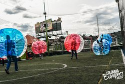 Fútbol Burbuja + Amigos = Felicidad @bumperzcolombia #BulevarNiza #FútbolBurbuja #YoSoyBumperz #Alegría #Felicidad #Cumpleaños #Celebración #FutbolBurbuja #Entrenamiento #Deporte #Caida #Bogotá #Fotodeldia #Colombia #Bolas #Burbujas #Increible #Gol #Choque #BubbleSoccer #FutbolBurbujas #FutbolBurbujaBogota #Bubbleball #Bubblefootball #BumperzColombia #LosGalacticosFC