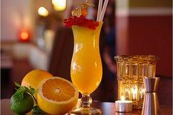 klassische und extravagante Cocktails.