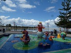 大人も子供も楽しめる噴水!