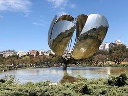 Cool art sculpture...