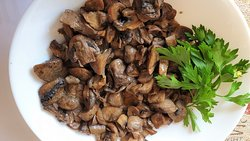 Fresh mushrooms at Chevermeto restaurant, photos by placescases.com