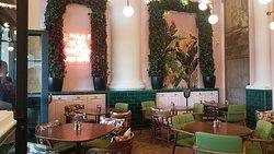 Lou Cafe Bistro