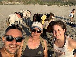 Patara Plajı'ında at binme ve at ile denize girme
