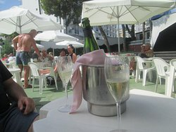 chilling with free cava