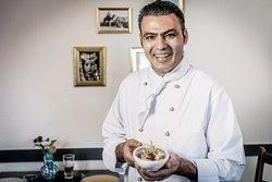 Chef Möhamëd Khalil Äli. SimSim Zürich