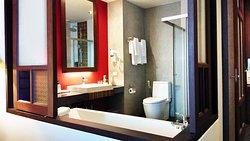 Nice bathroom with a bathtub