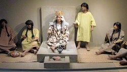 La sacerdotisa de Chornancap y su séquito se exhibe en los renovados ambientes del Museo Nacional de Arqueología Brünning, siendo uno de los hallazgos arqueológicos más importantes