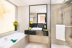Royal Club Premier Bathroom Royal Plaza on Scotts