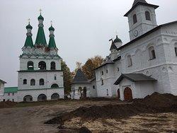 Свято -Троицкий Александра Свирского мужской монастырь