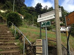 Access to shorter (but initially steeper!) route to view point next to restaurant