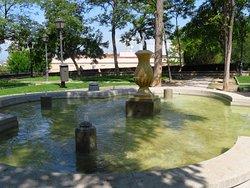 Una delle fontane del parco