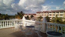 es la terraza del hotel