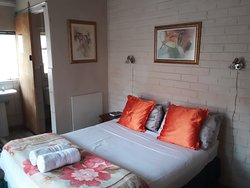 Boer & Brit Self Catering cottage double-bed bedroom