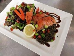 Saumon mariné à l'aneth et sa salade de lentilles tiède