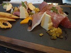 Cold Cuts & Cheese Platter 異國冷肉起士盤