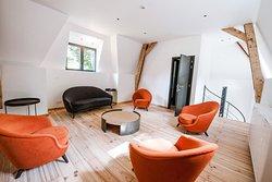 Le salon disponible avec votre salle privative ou en suite