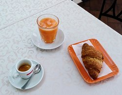 Caffè, brioche e spremuta d'arancia 4€!