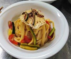 Tagliolini di pasta fresca ai gamberi argentini con verdure giulienne