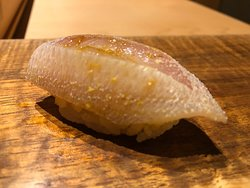 最初の10品。お寿司というよりは創作海鮮料理。