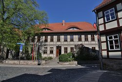 Das Harzmuseum von außen - nur wenige Schritte vom Historischen Rathaus der Stadt entfernt, gelegen in einem einzigartigen Architektur-Ensemble auf dem Gründungshügel Wernigerodes.
