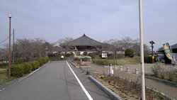 浄土寺を駐車場付近から望む。