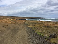 Hiking trail to Papakolea green sand beach