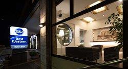 Hotel/Entrance