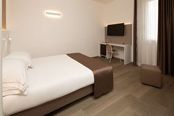Business Double Queen Bed Guest Room