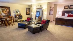 MH WildWoodInn Crawfordville FL Guestroom ExecSuiteKing