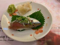 秋刀魚柔軟中帶微爽,味道鮮甜濃郁