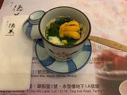 日式海膽蒸蛋賣相不算很美,但味道和用料吸引