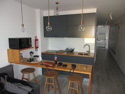 Küche und Flurblick zum Schlafzimmer