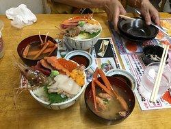 滝波丼です。蟹の味噌汁🦀