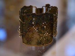 Oryginalna bransoleta z koronki od Doriana Grabowskiego.