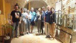Amigos de Alicante, Aranjuez, Córdoba y Cádiz 😉, descubriendo la historia de la ciudad a través de nuestro subterráneo, el más histórico de la ciudad. Mil gracias por vuestra confianza y simpatía,  hasta pronto amigos.