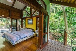 Retreat bedroom Rainforest one side pool the other
