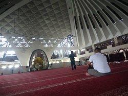 Megahnya masjid raya sumatera barat