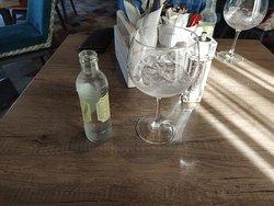 Gin and tonic al bar dell'hotel