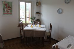 One of the other tables in the inside dining area of La Pignata